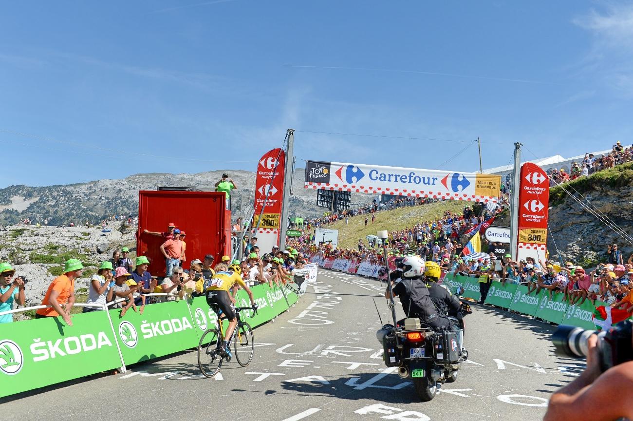 Tour de France 2015 - 10. Etappe - Chris Froome klettet allen davon. (pic: Sirotti)