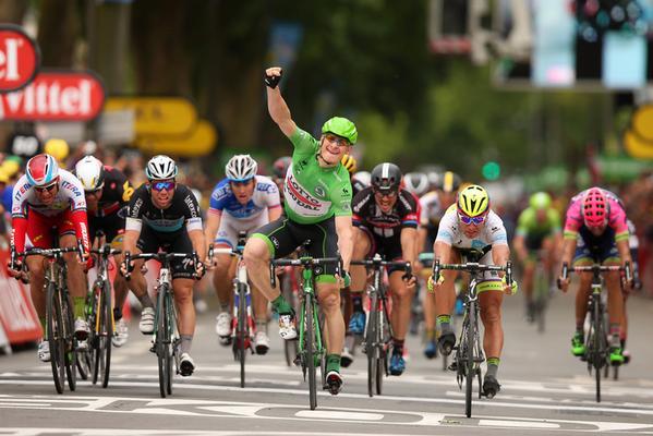 Andre Greipel gewinnt die 5. Etappe der Tour de France 2015 und verteidigt damit das Grüne Trikot. Das war eine beeindruckende Leistung.