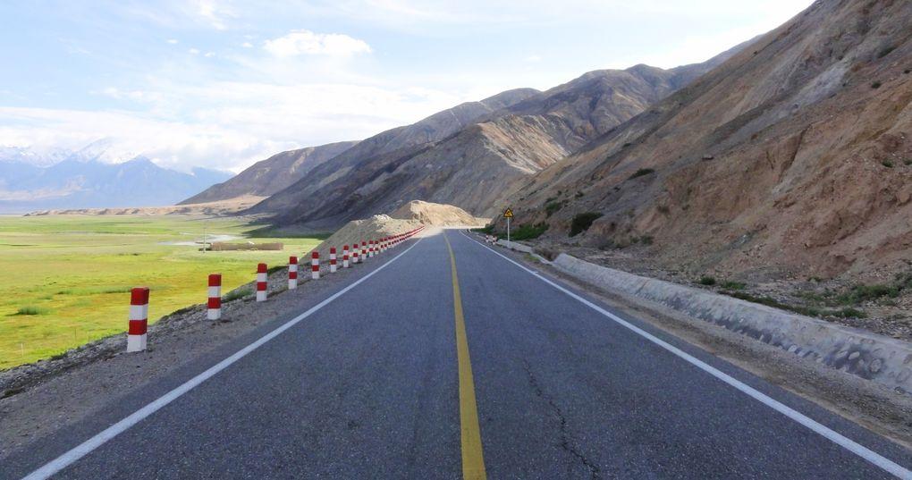 Die schönsten Rennrad-Strecken der Welt: Karakoram Highway zwischen China und Pakistan (Foto: Marc van der Chijs, via Flickr Creative Commons)