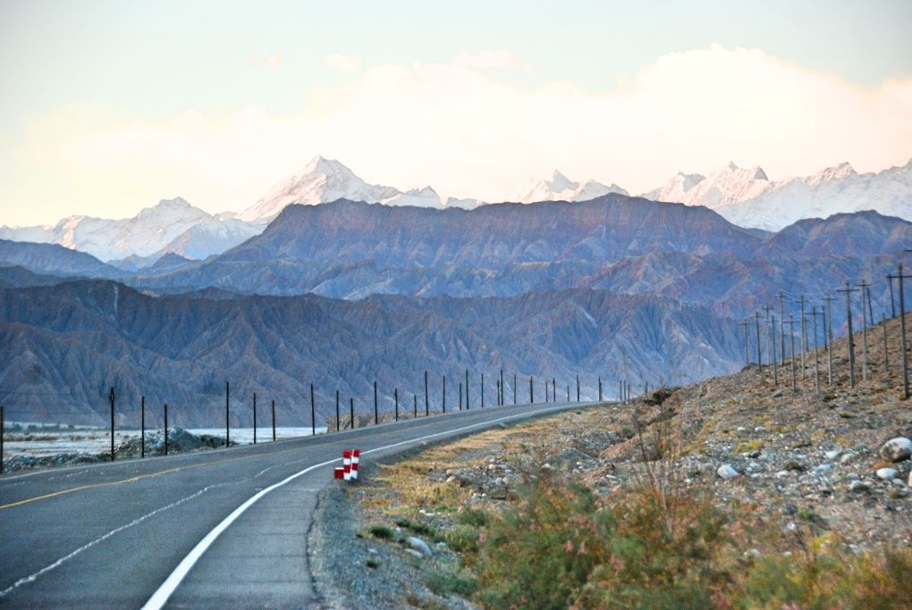 Die schönsten Rennrad-Strecken der Welt: Karakoram Highway zwischen China und Pakistan (Foto: Antoine SIPOS, via Flickr Creative Commons)