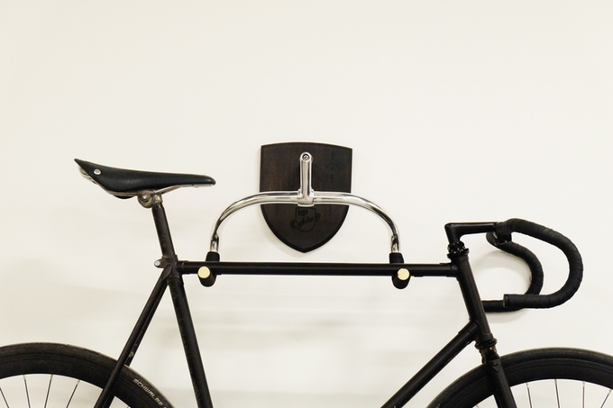 bike hanger auf kickstarter eine elegante wandha. Black Bedroom Furniture Sets. Home Design Ideas