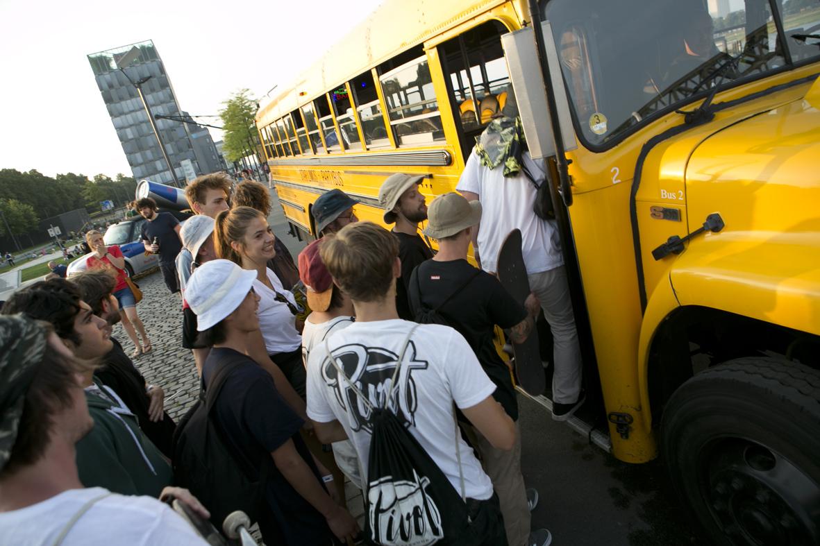 Der Party Bus zu Afterparty, die Vrofreude ist kaum zu übersehen… © Cora Berndt-Stühmer