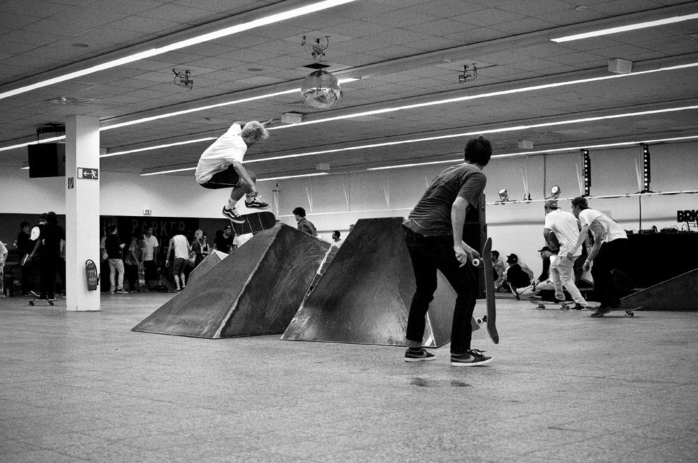 Jonas Skroeder – Backside Kickflip