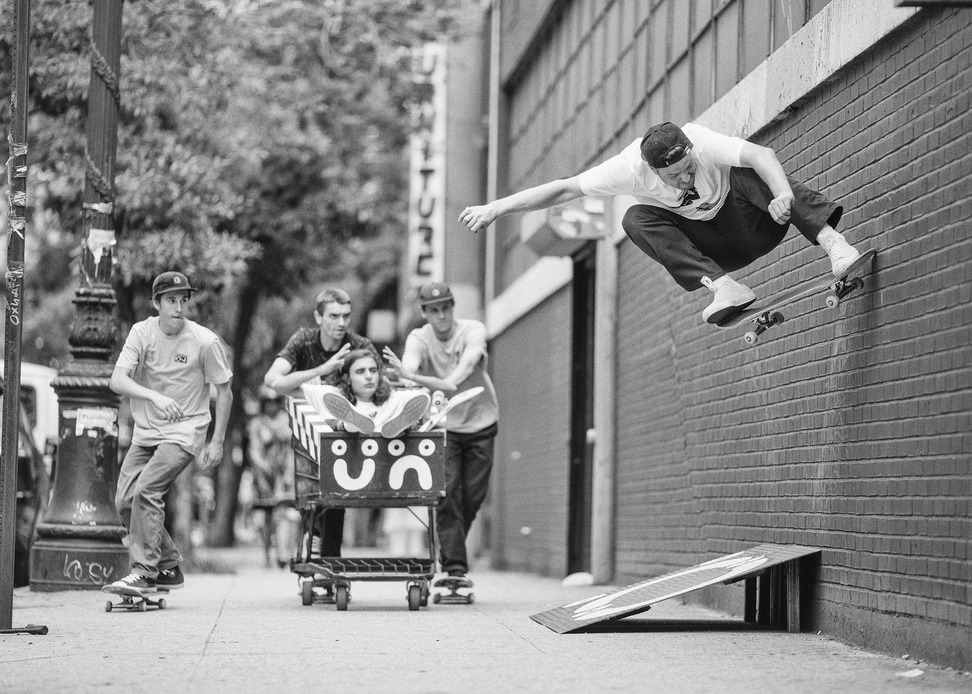 CONS_POLAR_Pontus_Alv_wallride_nollie_detail