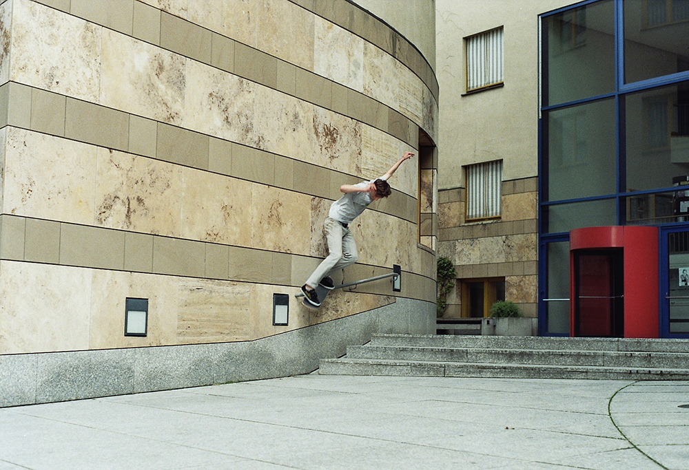 Domi – Backside Smith