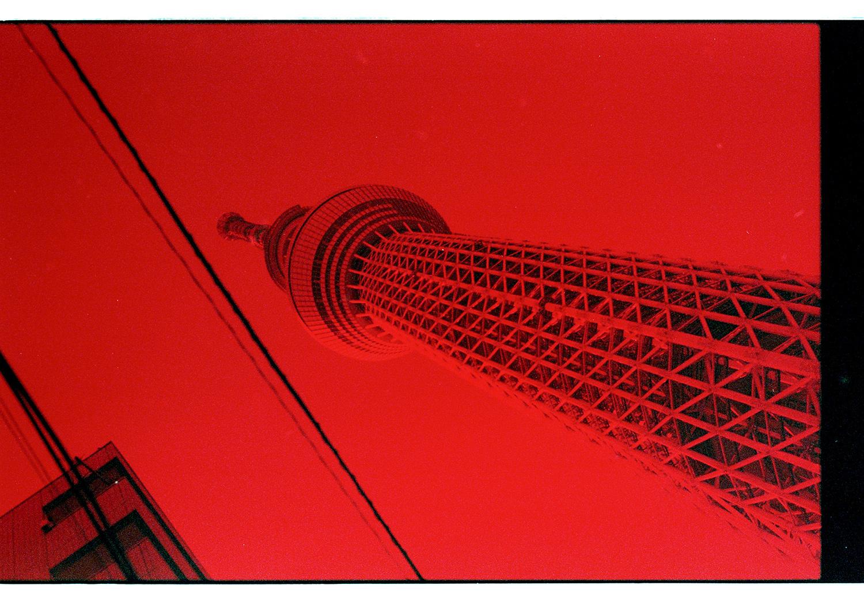 """Skytree, 634m hoch. Als wir am ersten Morgen zur U-Bahn liefen dachten wir uns: """"Hmm, ziemlich hoher Turm!"""" Dass er dann doch soo hoch ist, hätten wir nicht gedacht."""