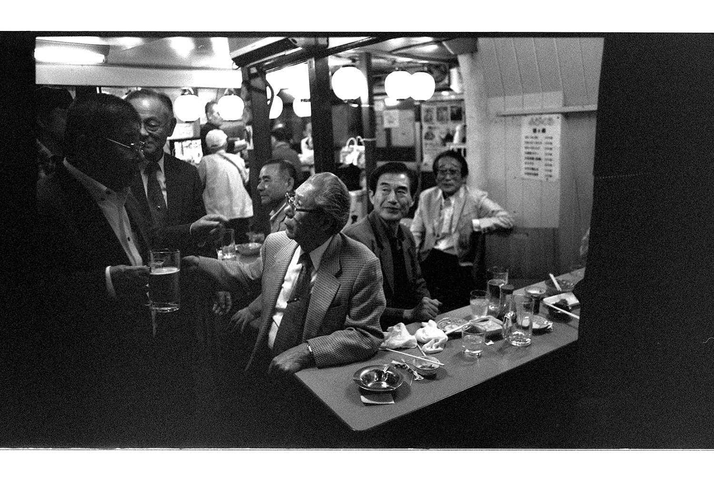 Der Japaner ist nicht immer so zurückhaltend wie du denkst. Gib ihm Alkohol und los geht's. Ob Alt oder Jung, Mann oder frau, wenn das Gesicht langsam rot wird kann es lustig werden!
