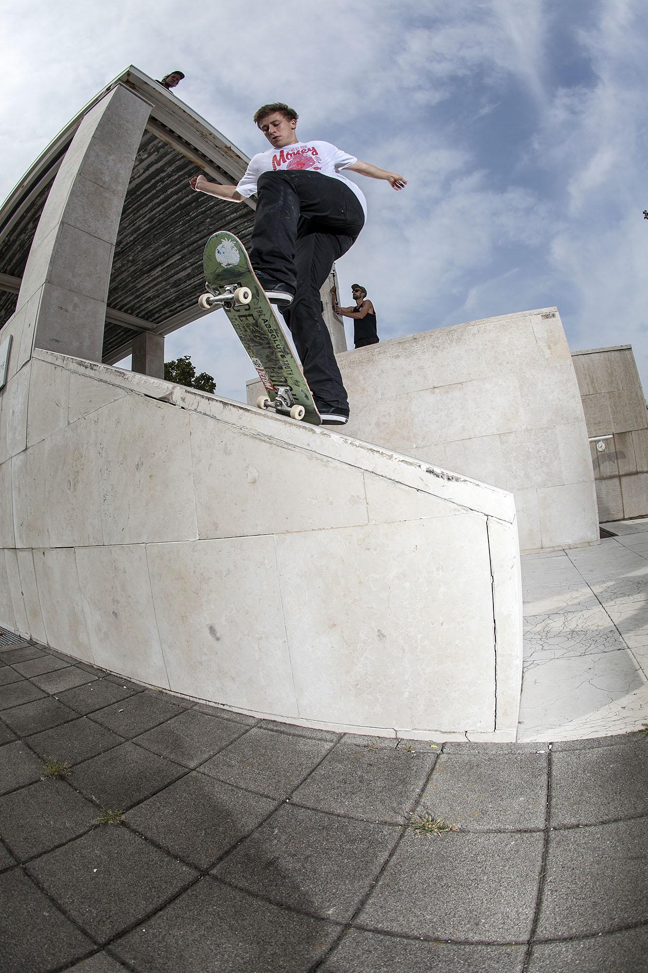 Tom Dietrich – Frontside Bluntslide | Mailand Uni | Foto: Martin Herrmann