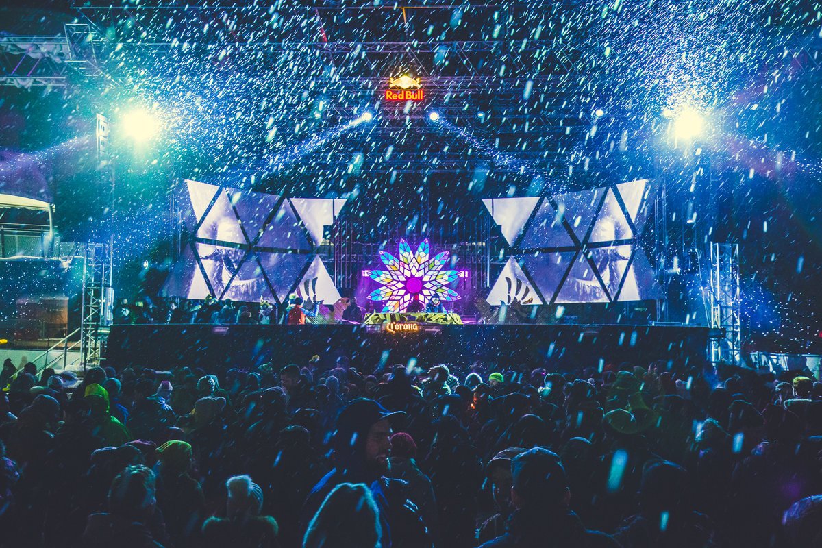 Rave on Snow credit: Tobi Stoffels Neon Photography