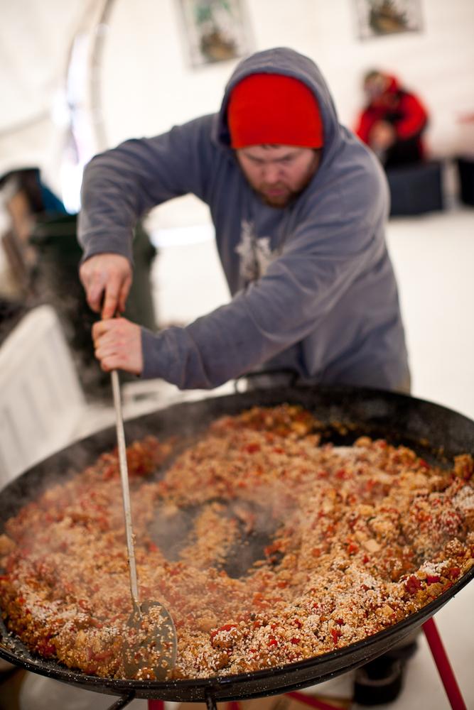 Auch unter Gourmets ist der Mt Baker Banked Slalom bekannt. Hier: 350 Portionen Paella...