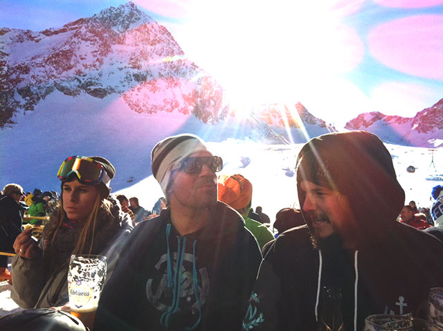 Die Skiing-Redaktion beim Mittagessen