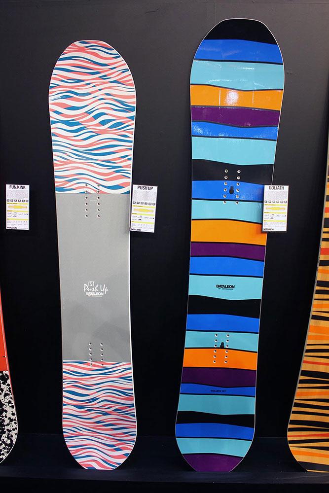 Freestyle-Girls werden mit dem Push Up (links) bedient. Jungs bekommen mit dem Goliath (rechts) ein All Mountain Board für alle Lebenslagen.