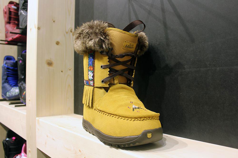Hätte Winnetou eine snowboardende Blutschwester, er hätte sie wohl mit dem Memento Boot ausgestattet!
