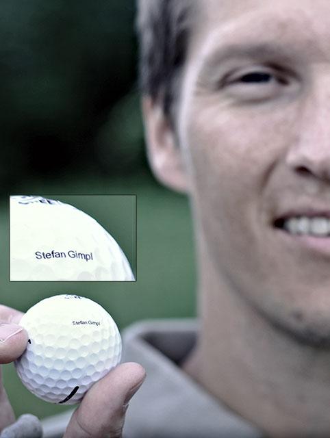 Stefan Gimpl zeigt uns seinen Signature-Golfball. Foto: Felix Krüger