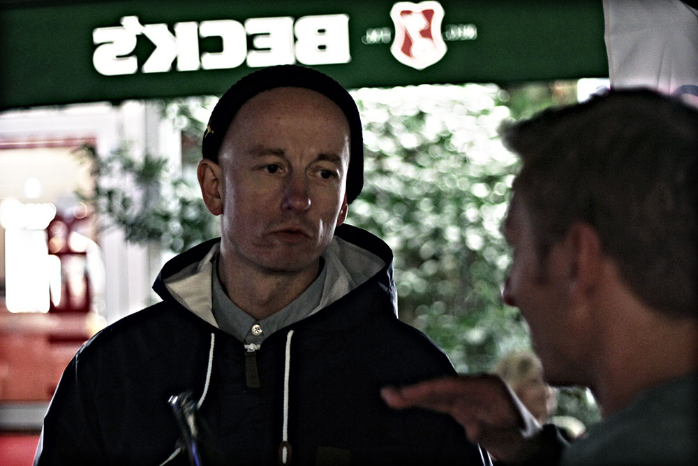 ...während Michi Kahl von Adidas Snowboarding mit Ex-MBM-Mitarbeiter Martin Olesch am Fachsimpeln war.