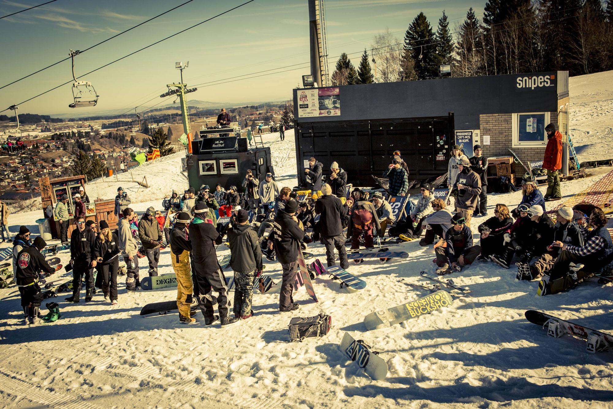 Station Riots crowd. Photo: Lorenz Holder