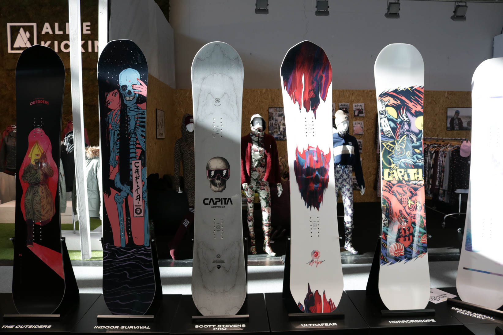 Capita (links nach rechts): The Outsiders 18/19, Indoor Survival 18/19, Scott Stevens Pro 18/19, Ultrafear 18/19, Horrorscope 18/19