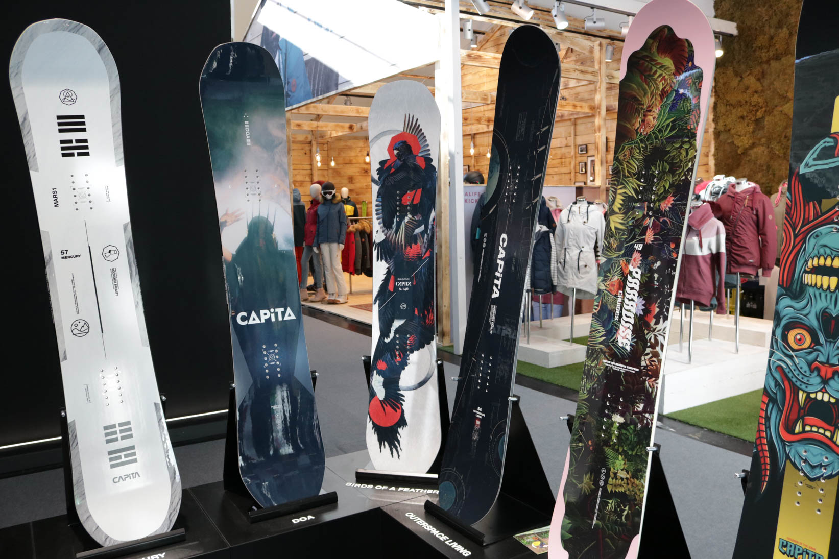Capita Snowboards 18/19 (links nach rechts): Mercury, DOA, Birds of a Feather, Outerspace Living, Paradise Causes