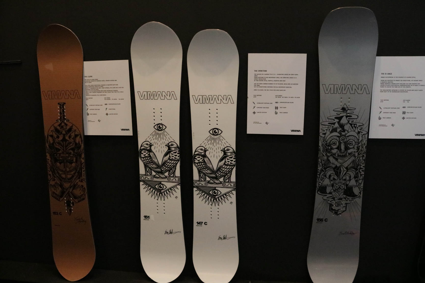 Vimana Snowboards 18/19 (von links nach rechts): The Clone, The Ennitime (Directional), The Ennitime (True Twin), The B-Rage