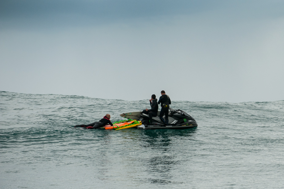 Shane gemütlich am chillen, während Sancho und Francois Leits die nächste Attacke planen// photo: Laurent Pujol
