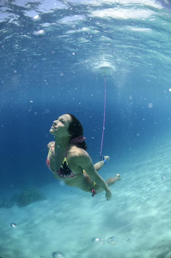 Ich liebe es einfach im tuerkisblau kristall klaren 28 grad warmen Wasser! ...Manchmal glaube ich, ich sei selber ein Fisch! 😉 photo: Thomas Becks Surfboat.ch