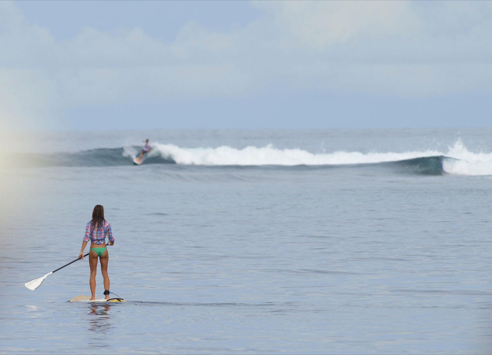 Es wird einem nie langweilig auf den Malediven: surfen, schwimmen, schnorcheln,  auf die Inseln gehen, oder bei kleinen Wellen mal ein SUP raus nehmen...photo: Thomas Becks
