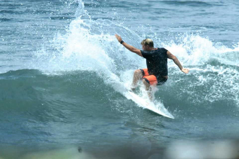 Ein kleiner Tag in Indo. Der Spot ist irgendwo im Nirgendwo und trägt den ästhetischen Namen Klotok. Dreckig wars, aber die Wellen clean!