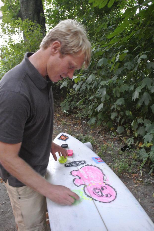 Gerry Schlegel mit seinem neuen Boarddesign