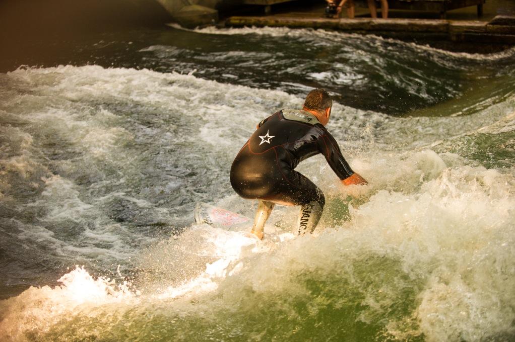 so schauen also diese Big Wave Surfer von hinten aus