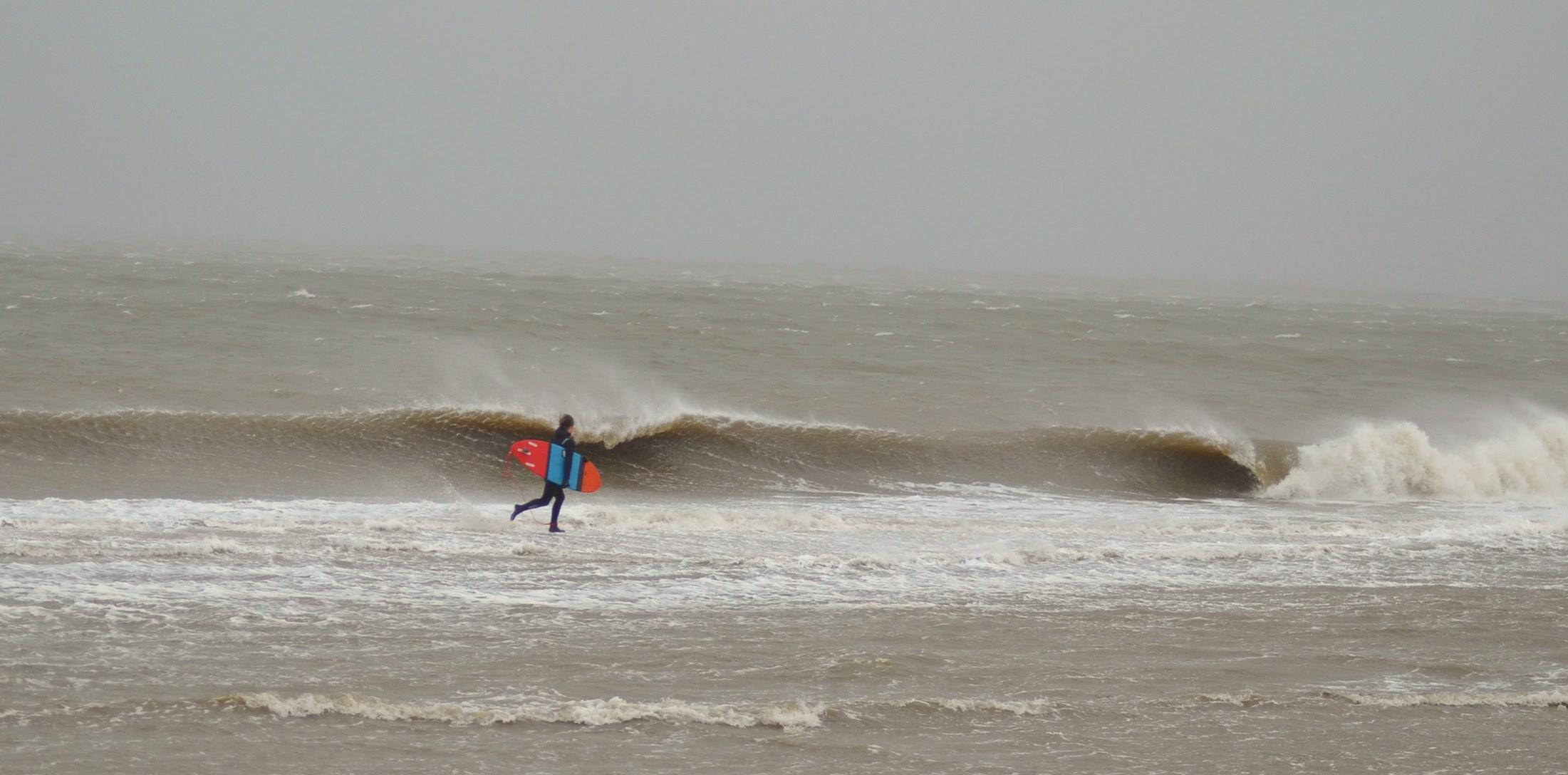 Lars hat Dank Xaver die Schwerkraft überlistet und läuft nun über Wasser //  Foto: Karsten Kossowski