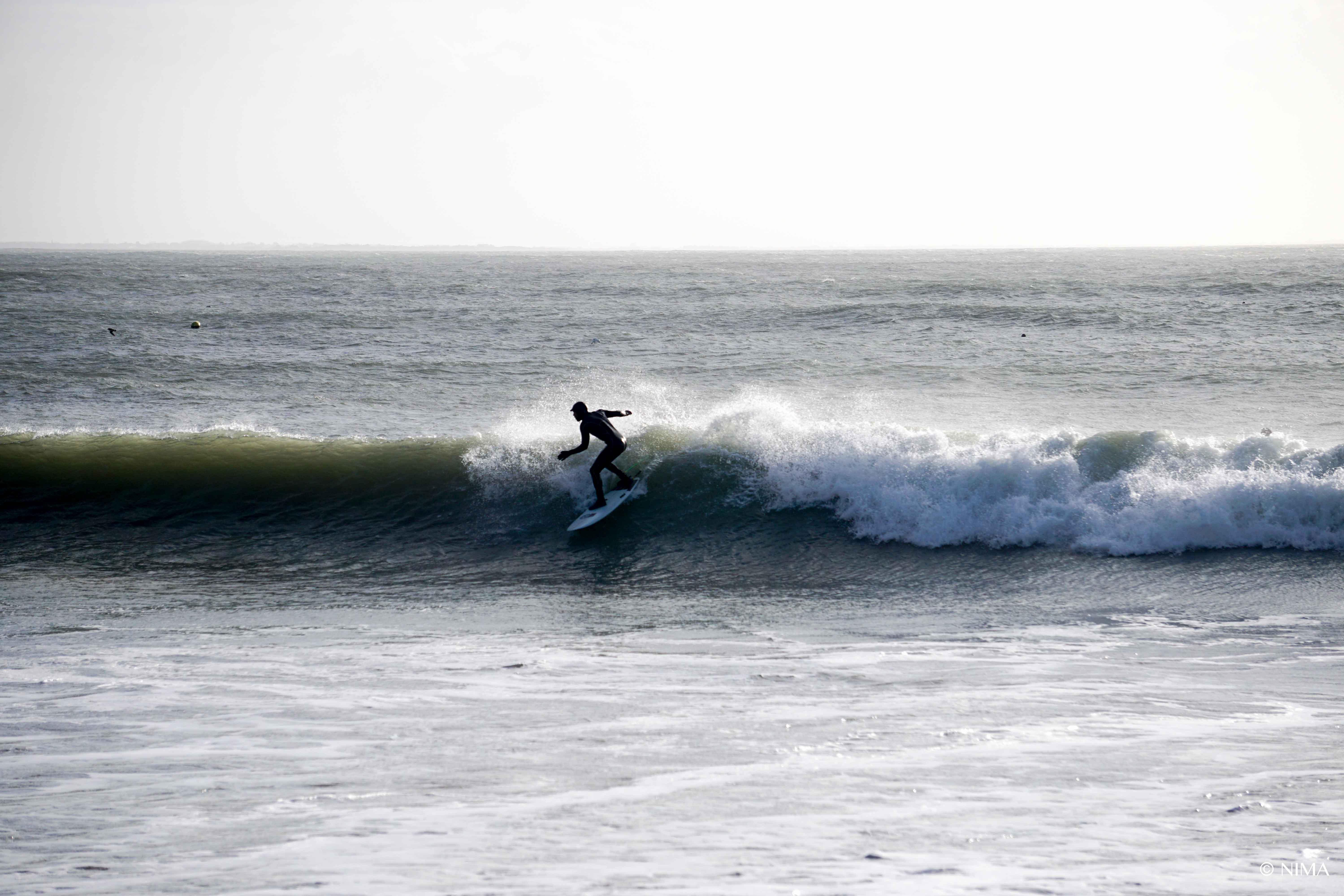 Kleine Wellen an der Ostküste bei angesagten 5,5m bei 15sec aus Westen